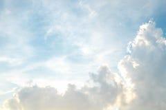 Wolke und bluesky Stockfotografie