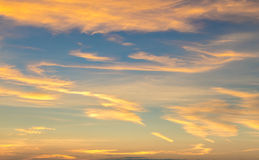 Wolke und goldener Himmel Lizenzfreies Stockfoto