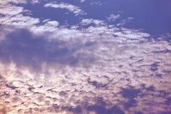 Wolke und Himmel in der Dämmerungszeit nach Sonnenuntergang Lizenzfreies Stockbild