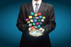 Wolke von bunten Anwendungsikonen in den Händen Lizenzfreie Stockfotos