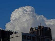 Wolken über ANZ-Bankgebäude Stockfoto