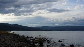 Wolken über dem Baikalsee bewölkter Tag Timelaps stock footage