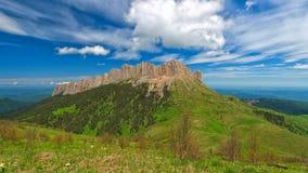 Wolken über dem Berg großes Thach Lizenzfreie Stockfotos