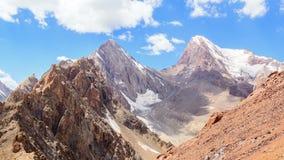 Wolken über dem Durchlauf Chimtarga, Fans, Tadschikistan stock video