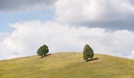 Wolken über dem Hügel Lizenzfreie Stockfotografie