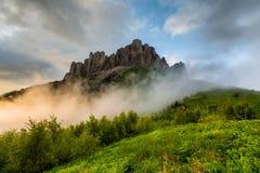 Wolken über dem mountayn großes Thach Lizenzfreie Stockfotografie