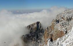 Wolken über dem Sandias Förderwagen Stockfotos