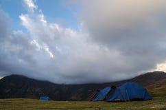 Wolken über den Zelten Lizenzfreie Stockfotos
