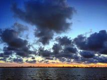 Wolken über der Bucht Stockbild