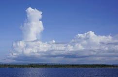 Wolken über der Insel stockfoto