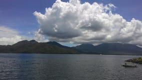 Wolken über der Insel Lizenzfreie Stockfotografie