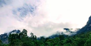 Wolken über der Kante Lizenzfreies Stockfoto