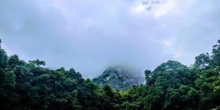 Wolken über der Kante 2 Lizenzfreies Stockfoto