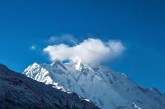Wolken über der Rakaposhi-Spitze in der Karakoram-Gebirgsstrecke, Pakistan stockfotos