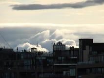 Wolken über der Stadt Stockbild