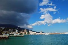 Wolken über der Stadt stockfoto