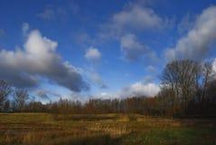 Wolken über einer Naturlandschaft Stockfotos