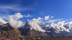 Wolken über Gletscher Inylchek Kirgystan, zentral stock footage