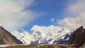 Wolken über Gletscher Inylchek Kirgystan, zentral stock video