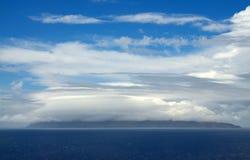 Wolken über Insel Lizenzfreie Stockbilder