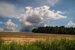 Wolken über Landschaft Obora Stockfotos