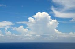 Wolken über Ozean Stockfoto