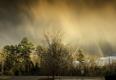 Wolken über Parkplatz nach Sturm Lizenzfreie Stockfotos