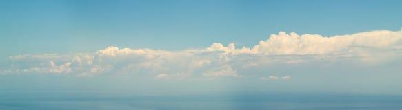 Wolken 7500px über Meer - Panorama Lizenzfreies Stockbild