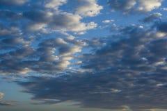 Wolken auf blauem Himmel lizenzfreie stockfotografie