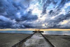 Wolken auf dem Dock Stockfotografie