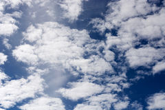 Wolken auf dem Horizont Stockbild