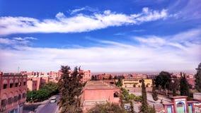 Wolken auf die Stadt stockfotos