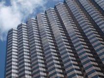 Wolken-Aufzug über Hoch steigt in Dallas Stockbild