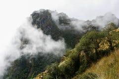 Wolken, bergen en Inca Trail peru 3d zeer mooie driedimensionele illustratie, cijfer Stock Afbeelding