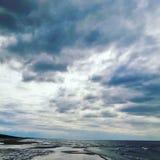 Wolken bij de kust Stock Foto