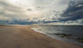 Wolken bij de kust Stock Afbeelding