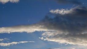 Wolken bij de tijdspanne van de zonsondergangtijd stock footage