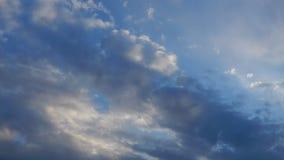 Wolken bij de tijdspanne van de zonsondergangtijd stock videobeelden