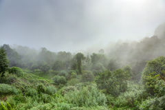 Wolken bij Nagarkot-bergen Stock Afbeelding