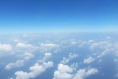 Wolken in blauwe hemel royalty-vrije stock fotografie