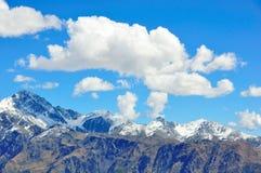 Wolken boven Bergen Stock Foto