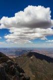 Wolken boven bergen Royalty-vrije Stock Afbeeldingen