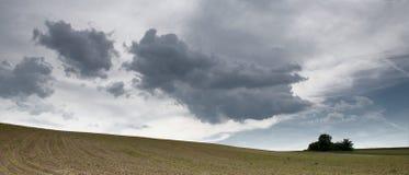 Wolken boven het gebied Royalty-vrije Stock Foto