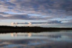 Wolken boven meer Royalty-vrije Stock Foto's