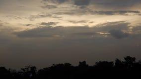 Wolken in de avond stock video