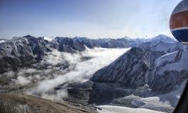 Wolken in de bergen royalty-vrije stock afbeelding