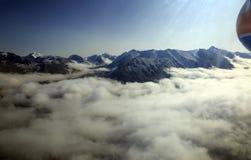 Wolken in de bergen royalty-vrije stock afbeeldingen