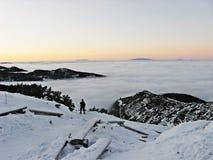 Wolken in de bergen Stock Afbeeldingen