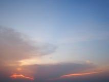 Wolken in de blauwe hemelzonsondergang, Thailand Stock Fotografie