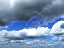 Wolken in de hemel stock foto